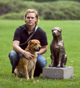 misja-kristoffer-rasmussen-med-to-gange-hund