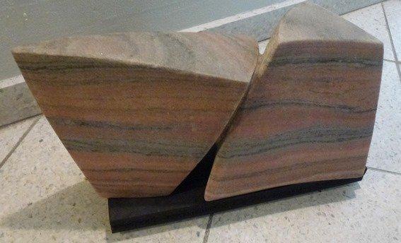 stenskulptur-i-to-dele